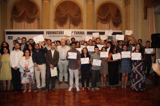 Jovens se formam em tecnologia no Palácio da Cidade