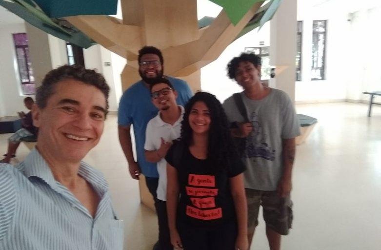 Lucas Lima, empreendedor e morador do Alemão, inspira jovens do Nave Lab CriaAtivo